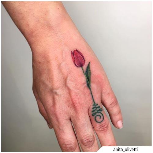 tatuaje de tulipán unalome