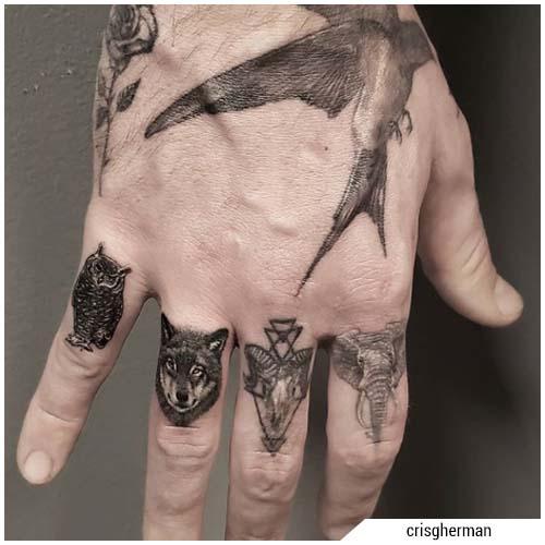 tatuaggi uomo dita