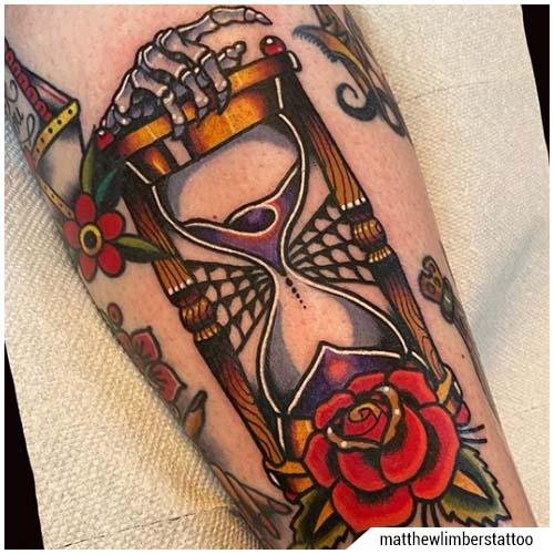 tatuaggi uomo clessidra old school