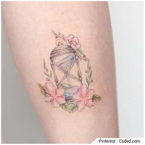 tatuajes de mujer reloj de arena