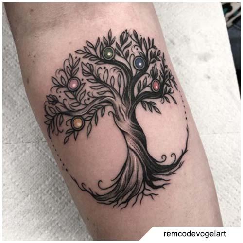 tatuaggio albero della vita palline
