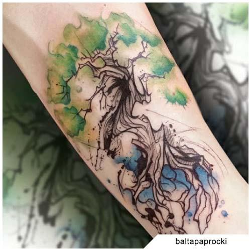 tatuaggio albero della vita blackwork e colorato